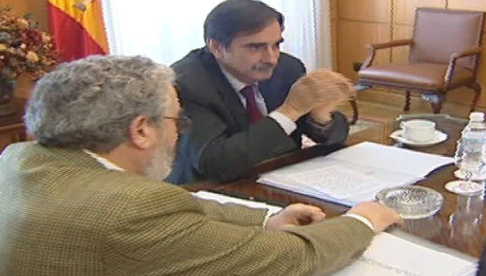 Valeriano Gómez en su reunión por el pacto social