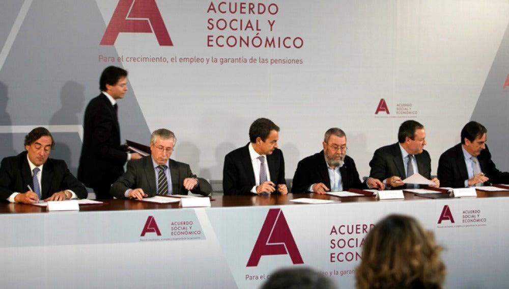 Firma del pacto social en la Moncloa