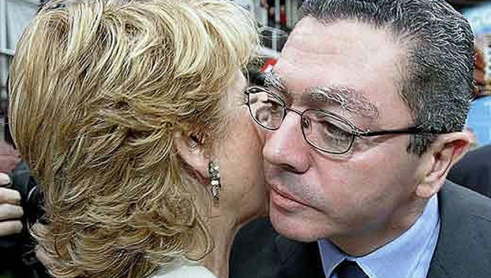 Aguirre y Ruíz Gallardón se saludan
