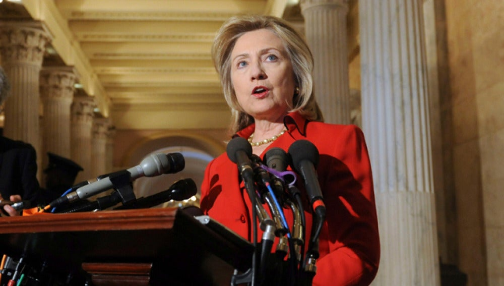 Hillary Clinton, ante los micros