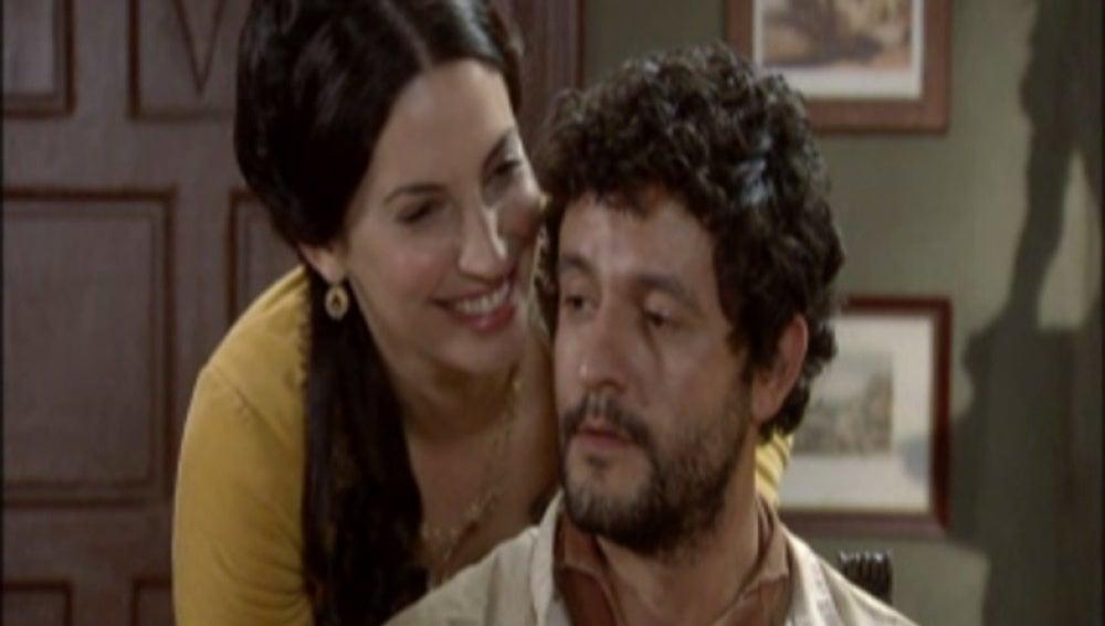 Martina se insinúa a Roberto