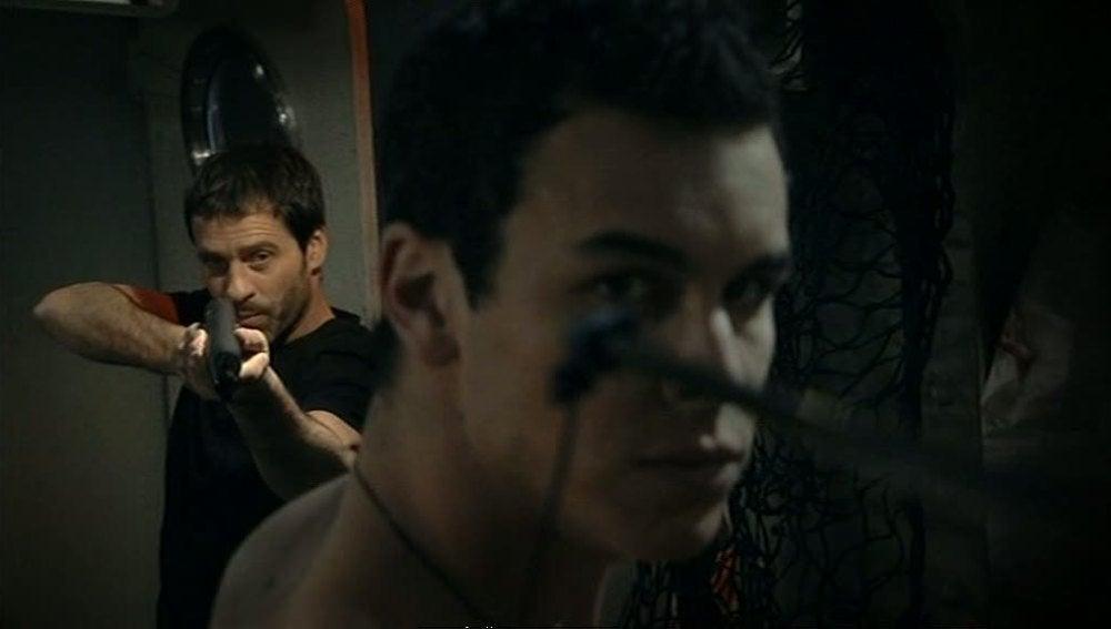 Gamboa dispara a Ulises con un arpón