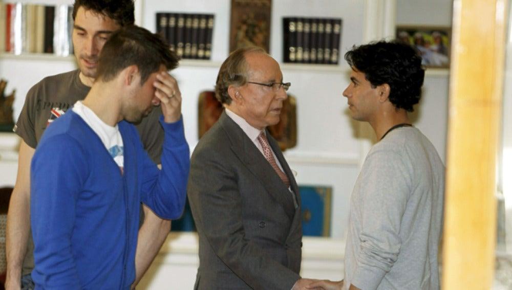 Ruiz-Mateos saluda a Míchel, capitán del Rayo