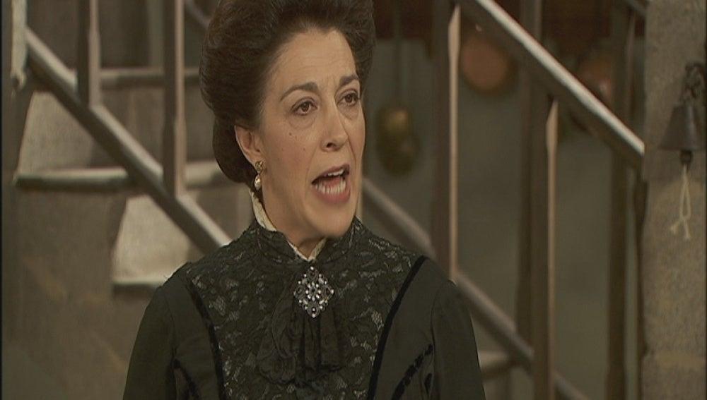 Francisca habla con Rosario