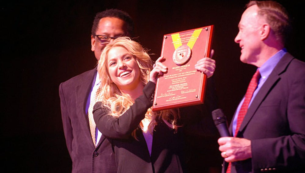 Shakira es premiada por Harvard