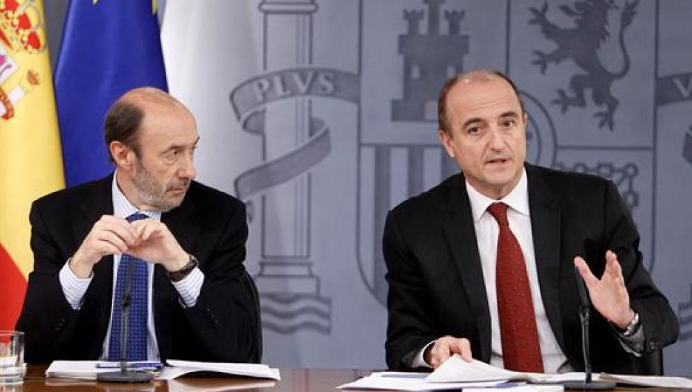 Miguel Sebastián y Alfredo Pérez Rubalcaba comparecen en el consejo de ministros
