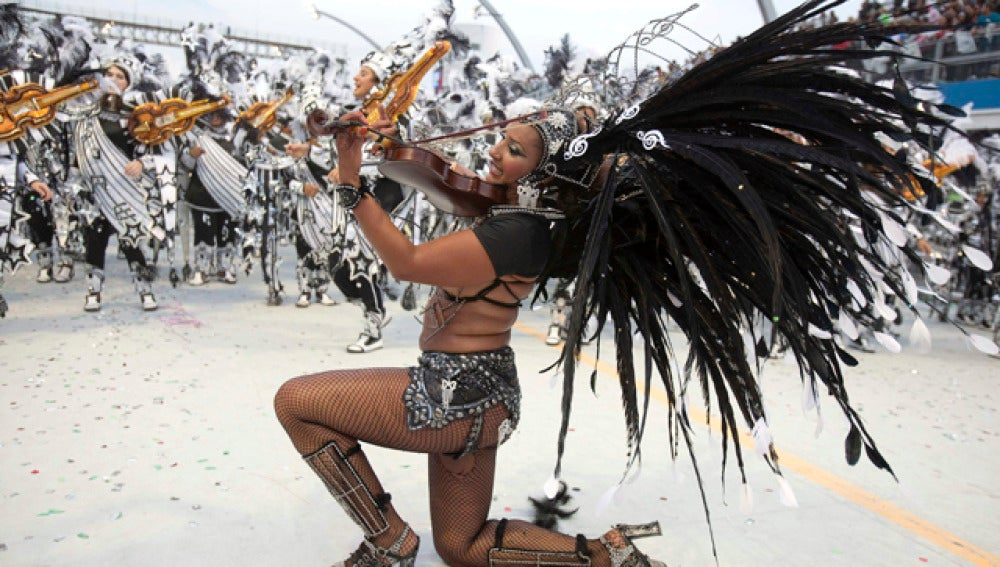 La alegría del carnaval se desborda en Brasil