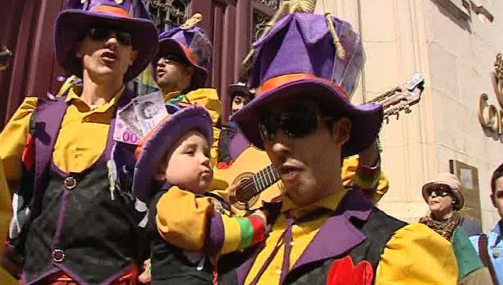Cádiz celebra sus carnavales a ritmo de comparsa y chirigota
