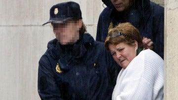 La Policía Nacional traslada a Isabel García a la salida del Juzgado de Huelva