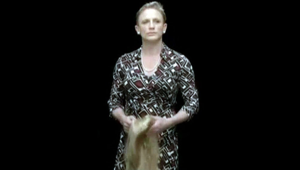 Daniel Craig homenajea a la mujer