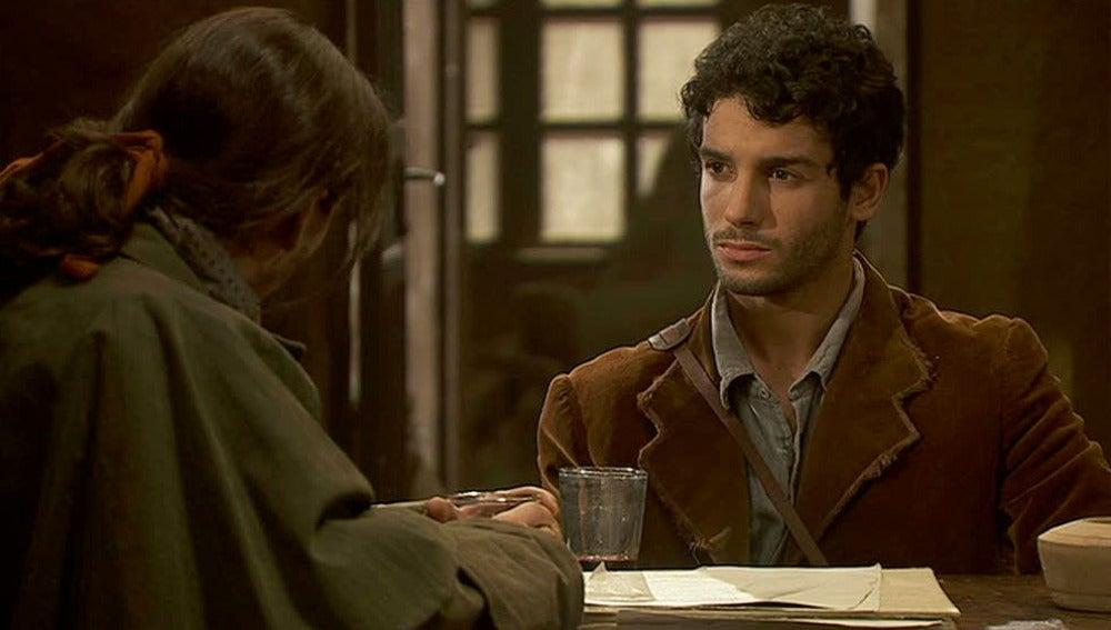 A Juan le ofrecen una beca en París