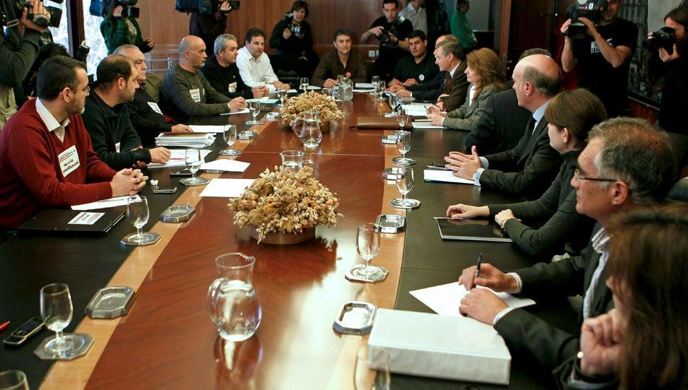 Negociación entre los sindicatos y AENA