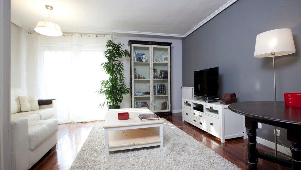Salón despejado, armonioso y funcional
