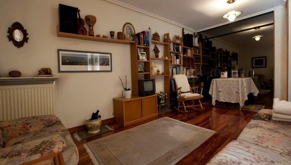 Combina mobiliario antiguo y vanguardista
