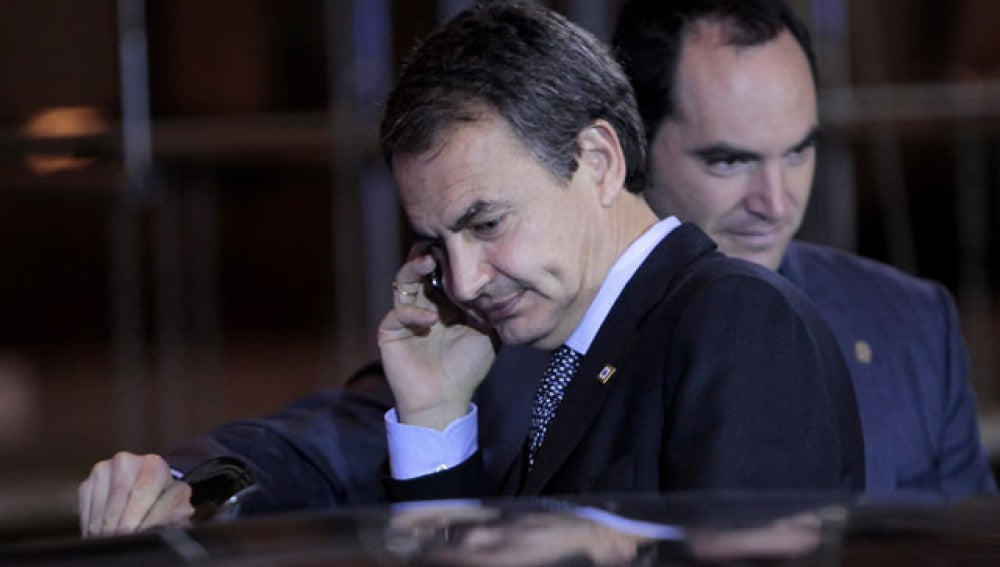 Rodríguez Zapatero saliendo del edificio del Consejo Europeo