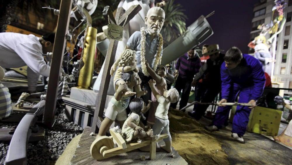 El ninot de la falla Reino de Valencia-Duque de Calabria, obra de Pedro M. Rodríguez