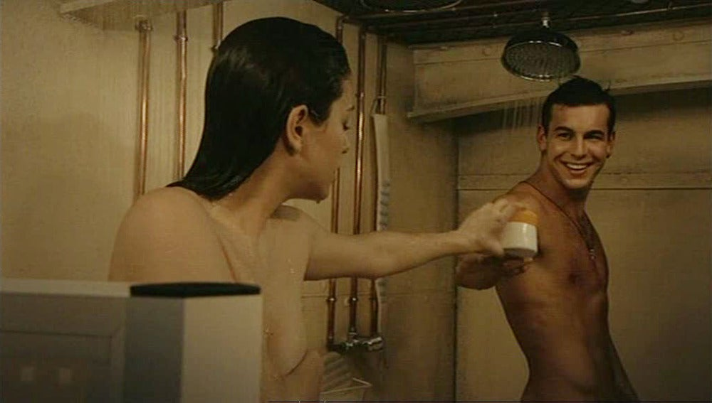 Ainhoa y Ulises comparten ducha