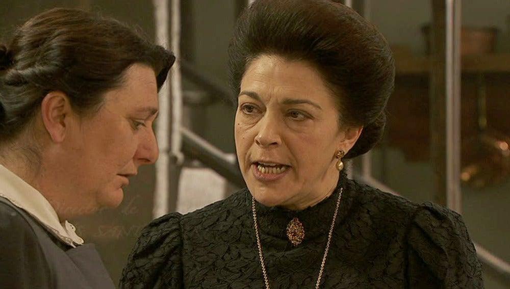 Francisca amenaza a Rosario