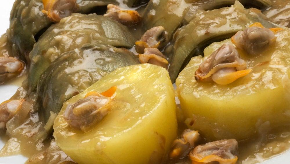 Alcachofas con patatas y berberechos