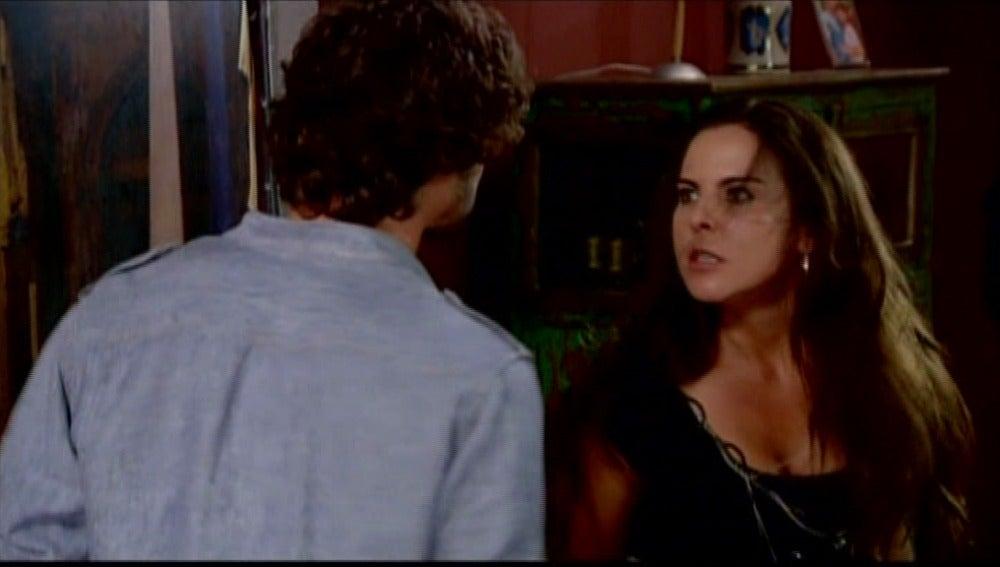 Teresa y Santiago llegan a las manos