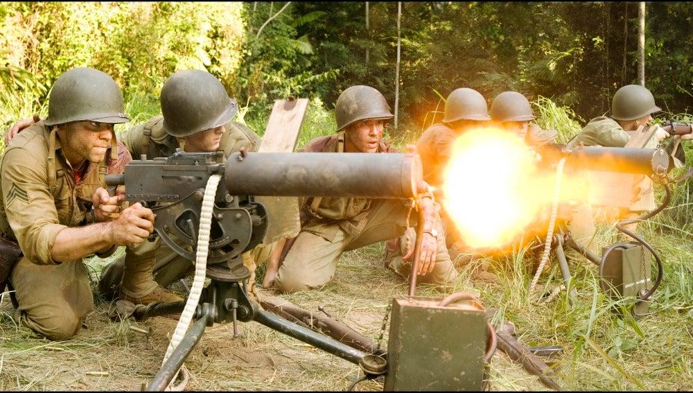 Los soldados en pleno ataque