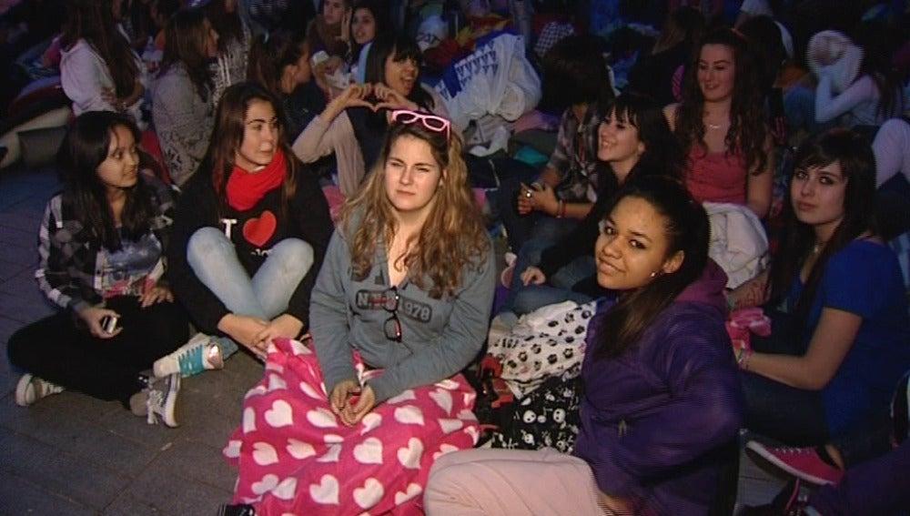 Fans esperando el concierto de Justin Bieber