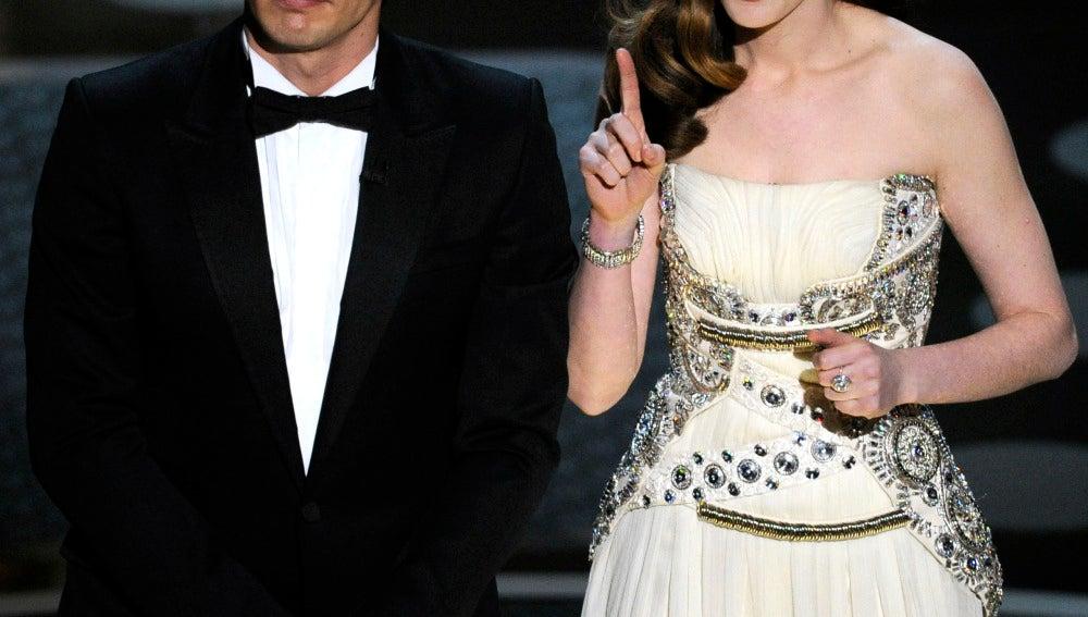 James Franco y Anne Hathaway, presentando la última edición de los Oscar