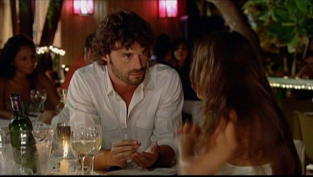 Santiago pide matrimonio a Teresa