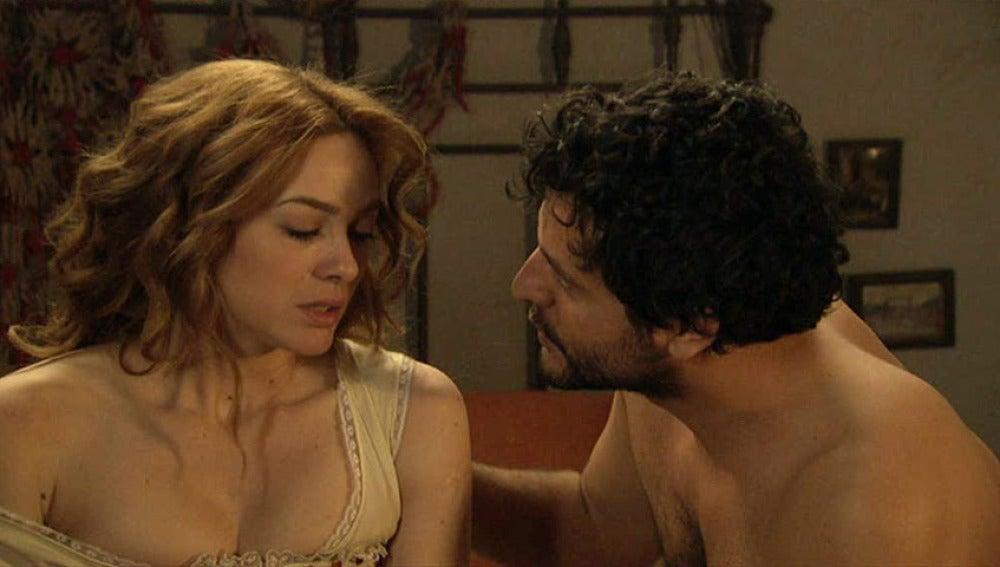 Sara rechaza a Roberto en su cama