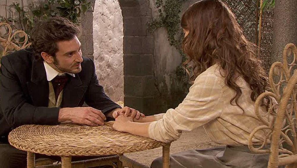Tristán le da la mano a Pepa