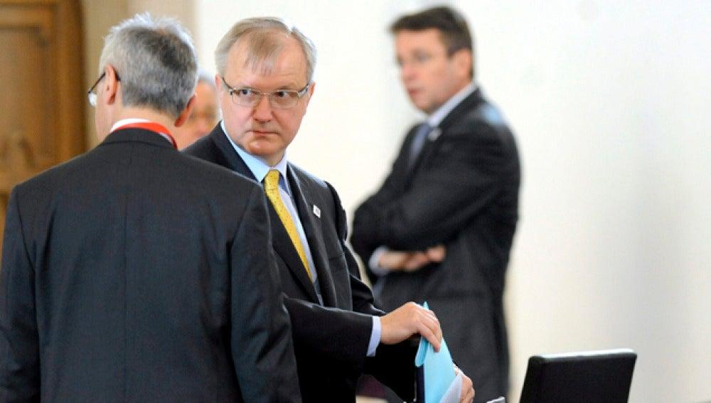Olli Rehn antes de la rueda de prensa en Hungría