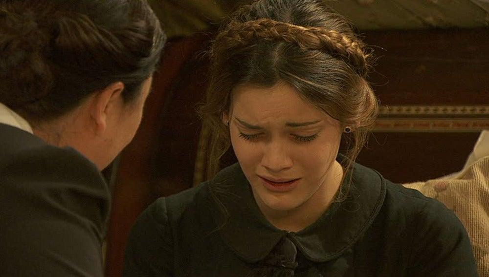Soledad llora con Rosoario