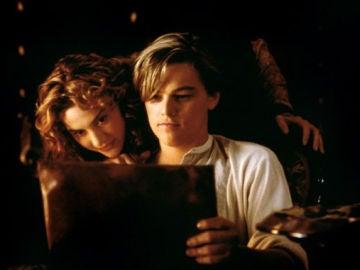 DiCaprio, junto a Kate Winslet en una escena de 'Titanic'
