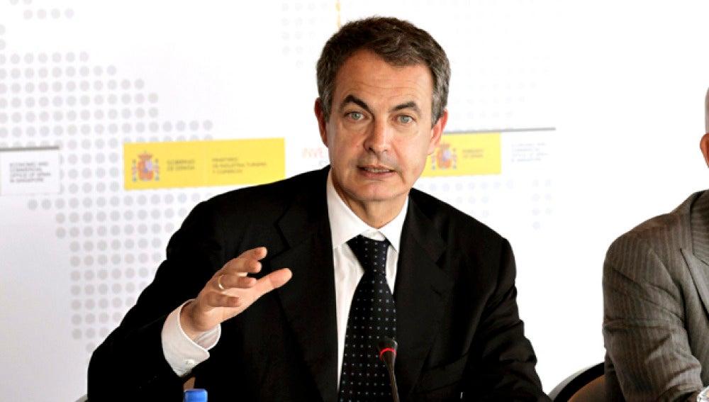 Zapatero en su rueda de prensa en Singapur