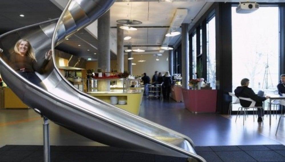 Un tobogán en las Oficinas de Google