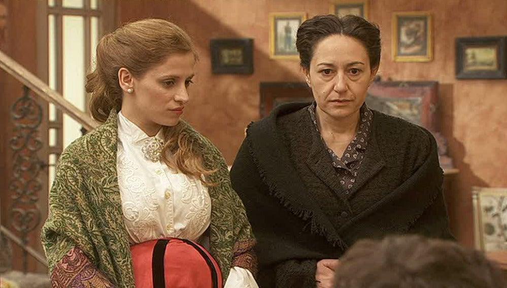 Angustias invita a Felisa a la Casona