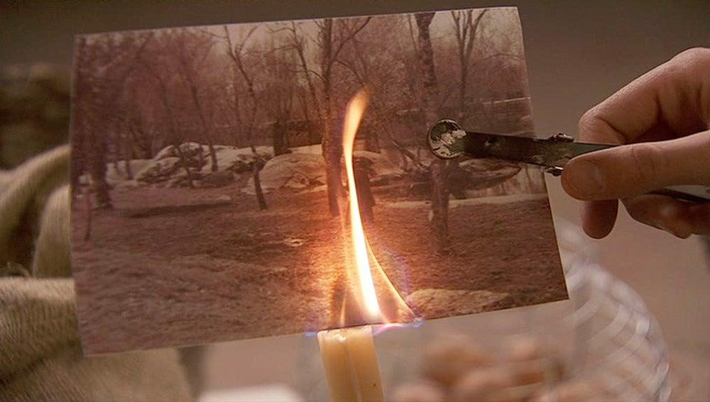 Hipólito quema la foto de Tristán y Pepa