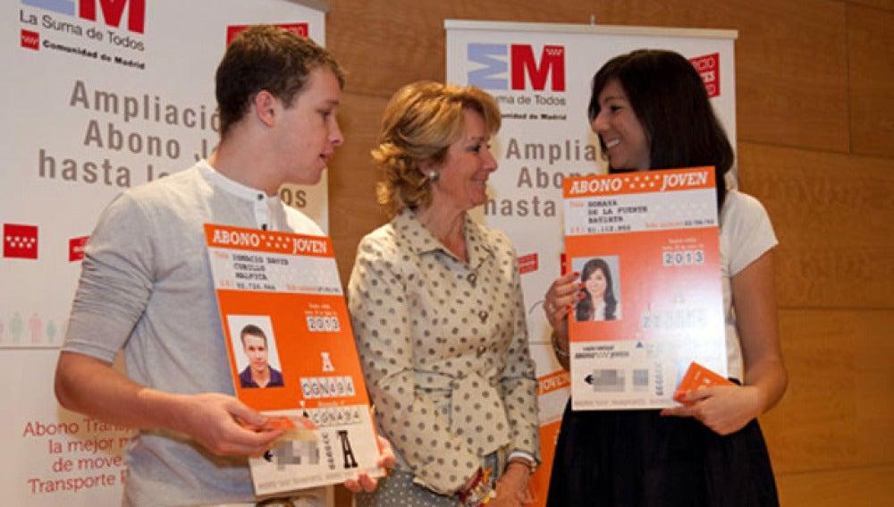 Esperanza Aguirre, durante el anuncio de la ampliación del Abono Joven