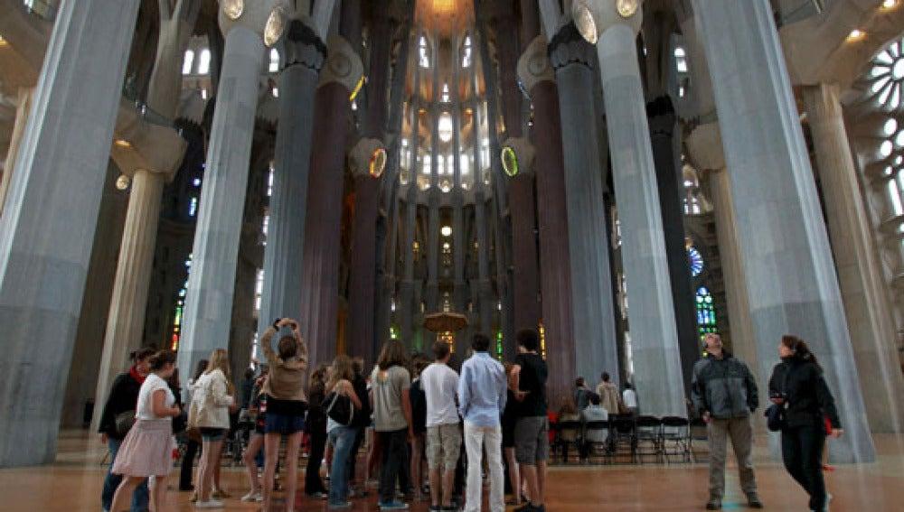 La Sagrada Familia reabre sus puertas tras el incendio