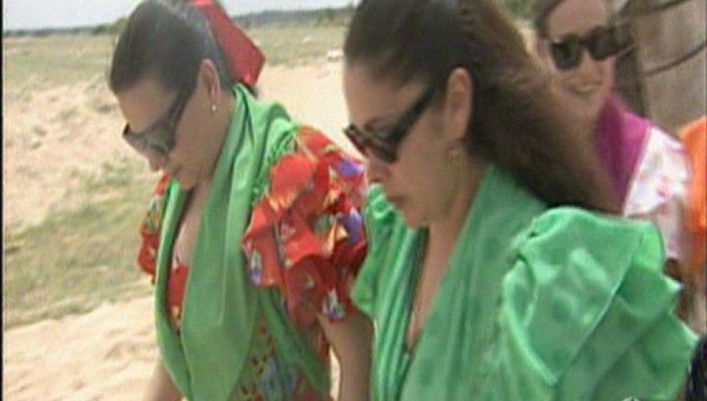 Isabel Pantoja y María del Monte en El Rocío
