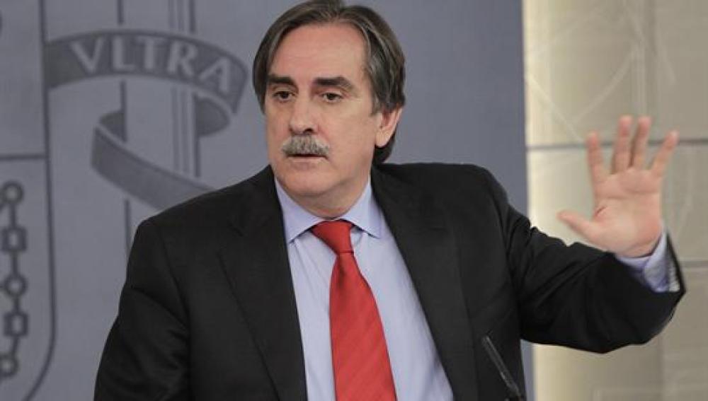 Valeriano Gómez en rueda de prensa tras el consejo de minstros