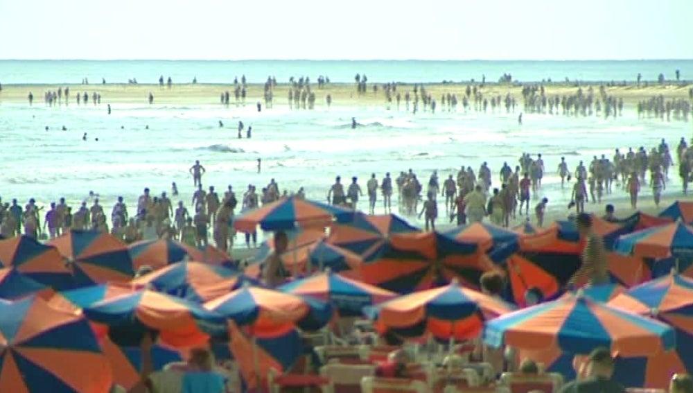 Las playas de Canarias llenas de gente