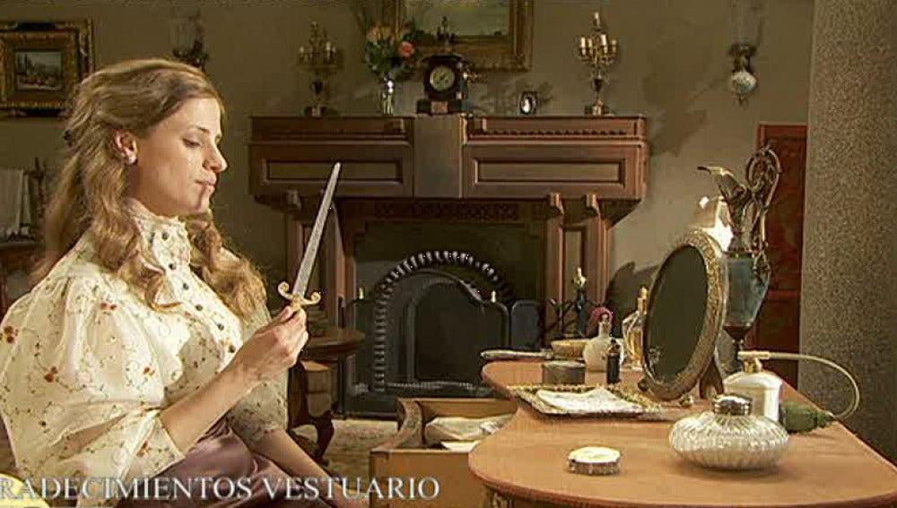 ¿Qué hace Angustias con un cuchillo?