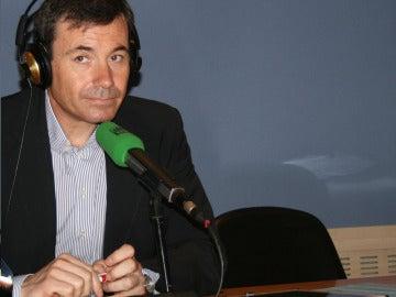 Tomás Gómez en los estudios de Onda Cero