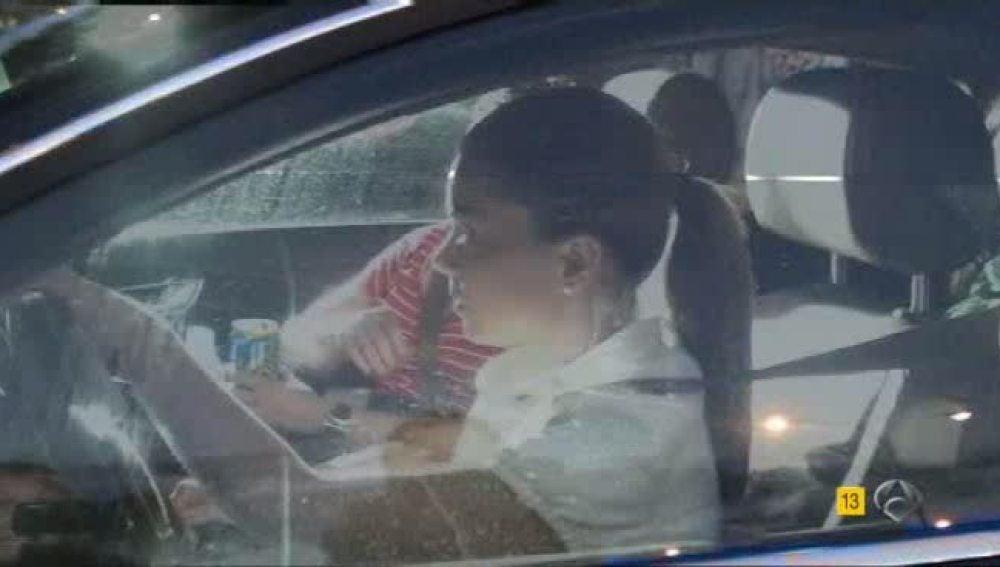 María José Camapanario en el coche