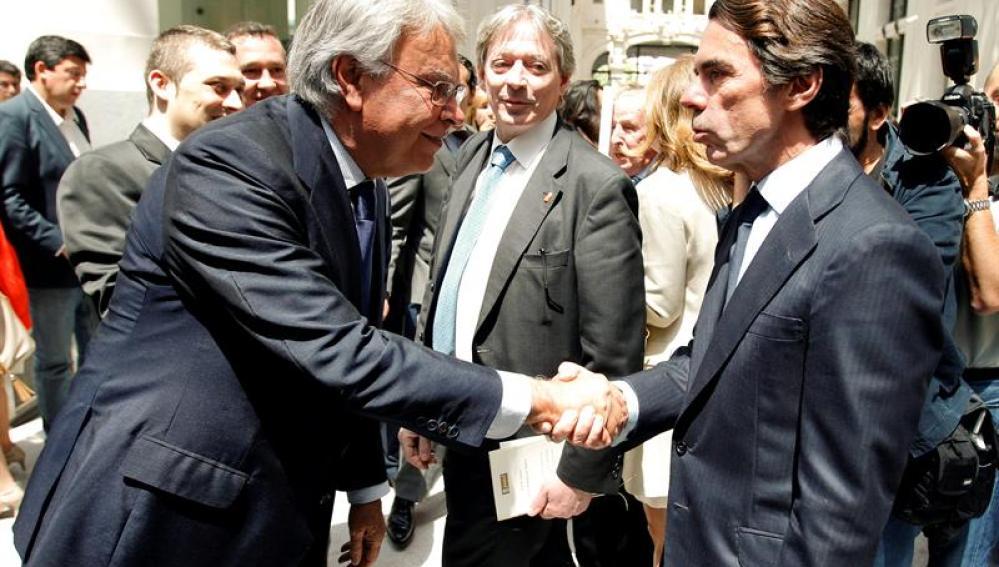 Reencuentro entre Felipe González y José María Aznar