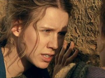 Nerea ayuda a escapar a Helena