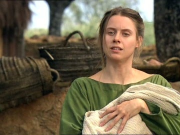 Tras dar a luz a su hijo, Helena reniega de Viriato