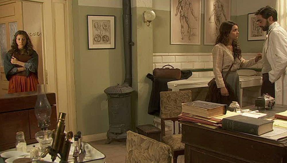 Emilia se entera de la pedida de matrimonio de Alberto a Pepa