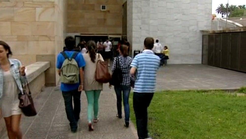 Los universitarios: al margen de las protestas y manifestaciones